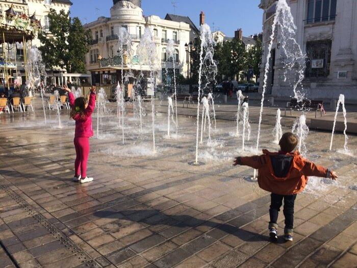 dépenser moins à Orléans, place du Martroi avec 2 enfants